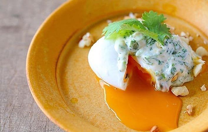 卵ひとつで簡単おつまみ。シンプルだけど絶品な「ウフマヨ」アレンジレシピ