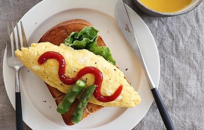 手軽に作れて栄養満点!ふわふわ極上の「オムレツトースト」