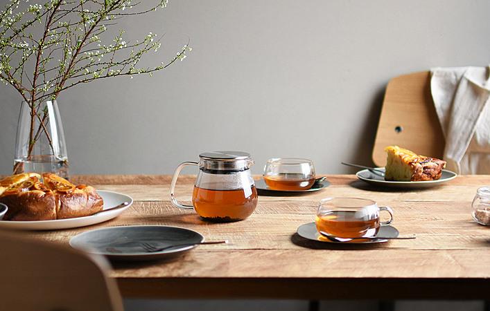 シンプルで美しい。KINTO(キントー)のガラス製品で涼やかなカフェタイム