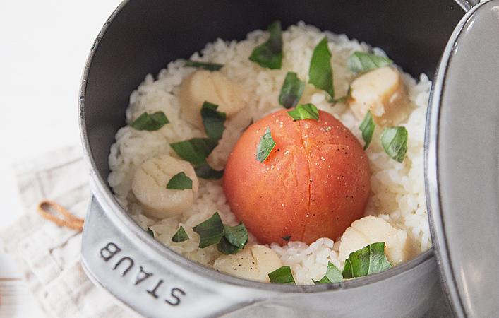 いつもと一味違う!トマトを丸ごと使ったイタリアン風な炊き込みごはんのレシピ