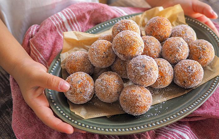 白玉粉でもっちもち食感!3時のおやつに「おさつドーナツ」はいかが?