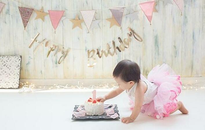 1歳の誕生日は特別だから。愛情いっぱいのスマッシュケーキでお祝いしよう!