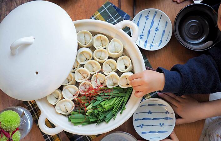 むっちりつるりん!「おしり餃子鍋」で笑顔のおうちごはん