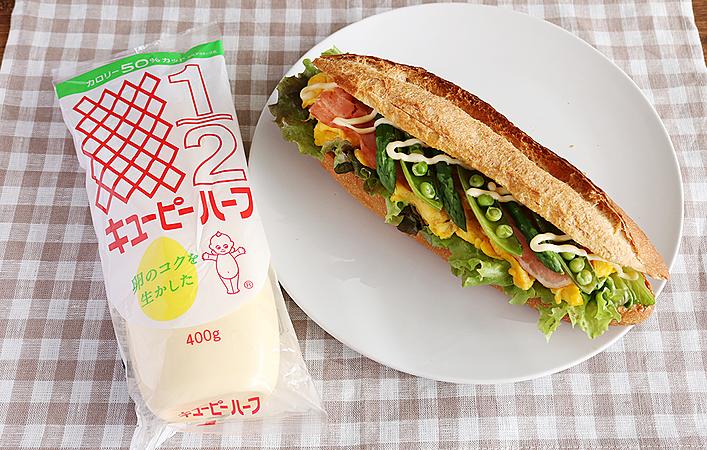まるで「#片手で食べるサラダ」のようなサンドイッチで、もっと手軽に野菜を!