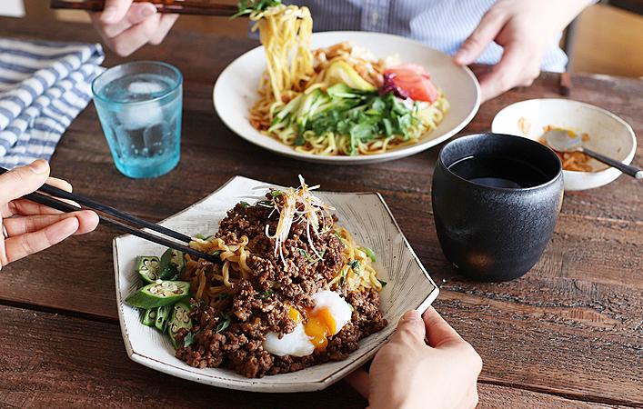 【ふたりで作るおしゃべりごはん】初夏に食べたい「冷やし中華」と「汁なし担々麺」