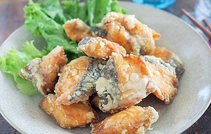こどもも喜ぶ旬の味!カレー風味が食欲をそそる「秋鮭のカレー竜田揚げ」