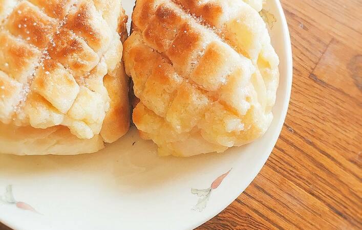 食パンに塗って焼くだけ!サクサク食感で甘~い「メロンパントースト」の作り方