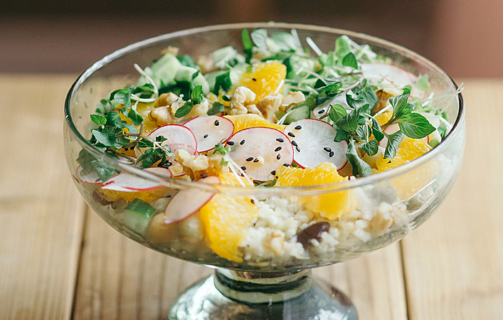 【綾夏のフルーツレシピ】オレンジとカリフラワーライスのサラダ