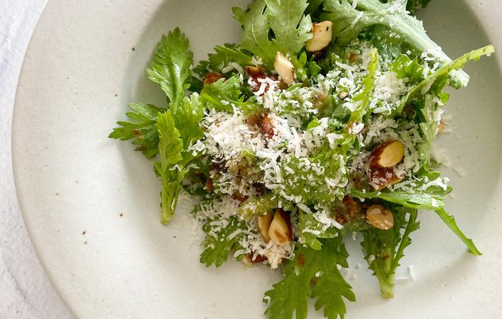 【からだケアレシピ】春の不調に「春菊とアーモンドの和えサラダ」