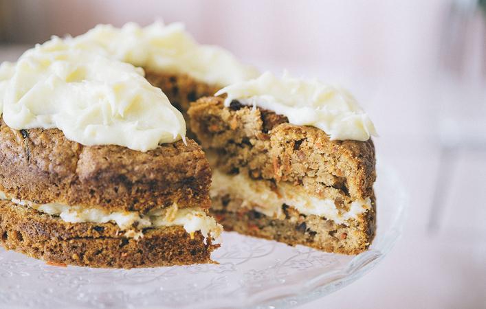 【おうちde英国ごはん】簡単混ぜるだけ!ほろふわがおいしいキャロット・ケーキ