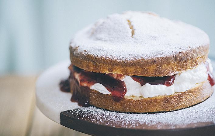 【おうちde英国ごはん】ティーケーキの代表「ヴィクトリア スポンジケーキ」