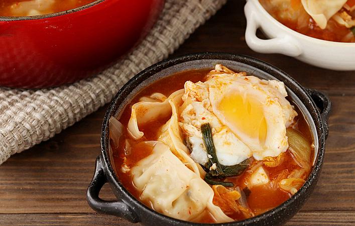 【働楽おうちごはん】忙しく疲れた日に食べたい!身体ぽかぽか「ピリ辛餃子チゲ」