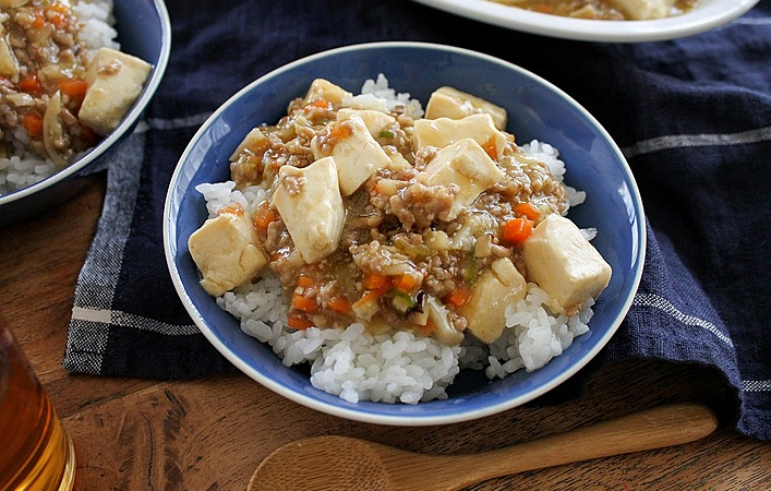 【あゆのこどもごはん】根菜を加えて栄養も食べ応えもアップ!辛くないお子様麻婆丼