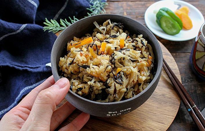 【あゆの簡単スポ飯】炊飯器任せで超簡単!切り干し大根とひじきの炊き込みご飯
