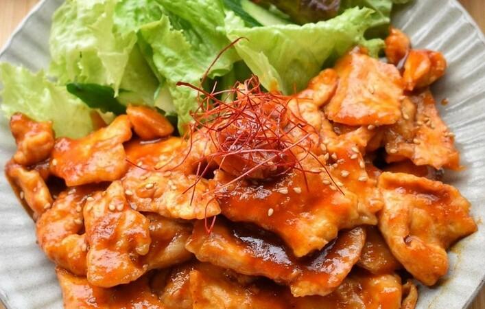 春夏に作りたい!ヘルシーな鶏むね肉を使った大満足のおかずレシピ8選