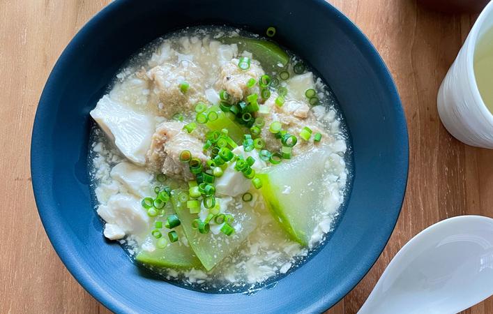 【からだケアレシピ】湿度対策におすすめ!「肉団子と冬瓜のスープ」
