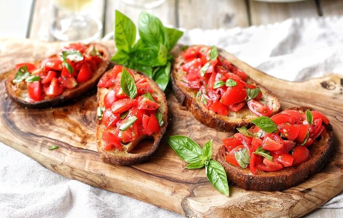 【イタリアマンマのおうちごはん】夏に食べたい「トマトのブルスケッタ」