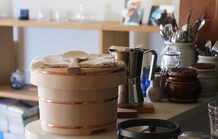 炊きたてごはんをおいしく保存。木製から陶器まで、おすすめの「おひつ」7選