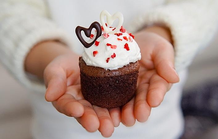 簡単かわいい!バレンタイン向けデコカップケーキの作り方